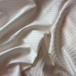 Ecrufarbener Streifenstoff 70%Baumwolle, 30% Viskose; glänzende und matte Seite
